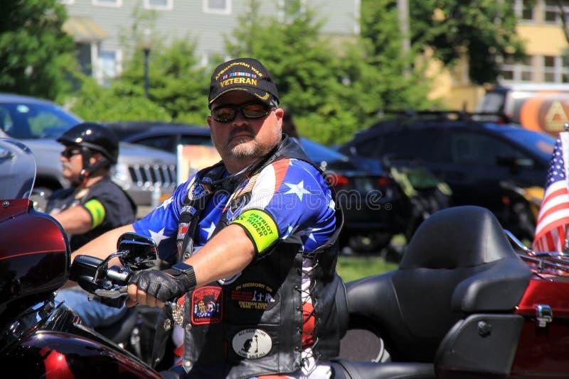 Groupe de cavaliers de moto, attendant le défilé de vacances, Saratoga Springs, New York, 2016 image stock
