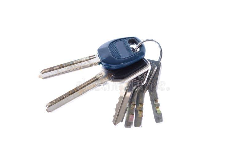 Groupe de clés d'une porte sur une fin blanche de fond  photo stock