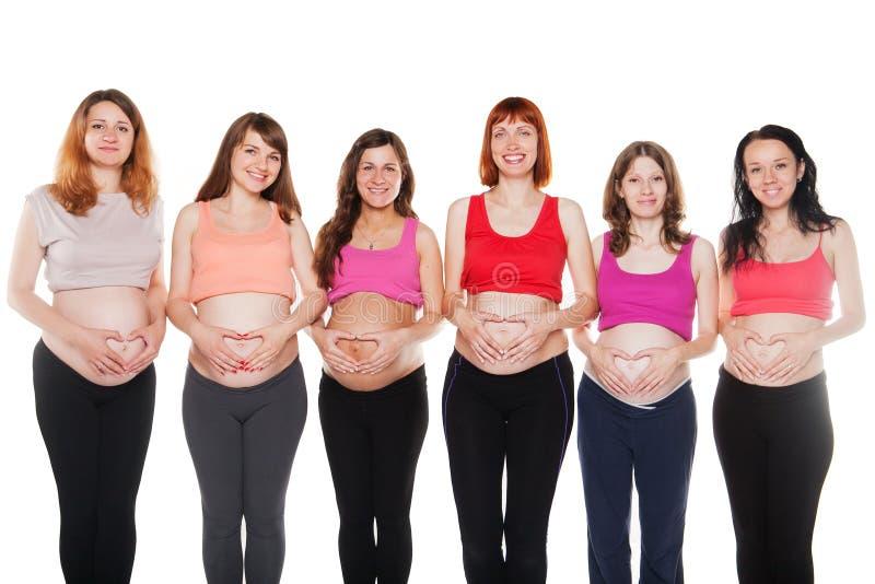 Groupe de contact heureux de femmes enceintes leur images stock