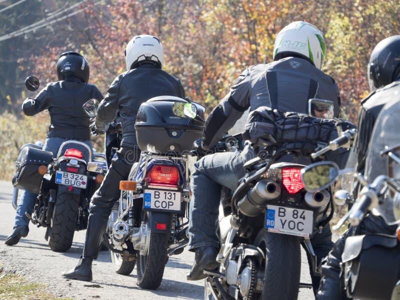 Groupe de cyclistes disposant à partir photo stock