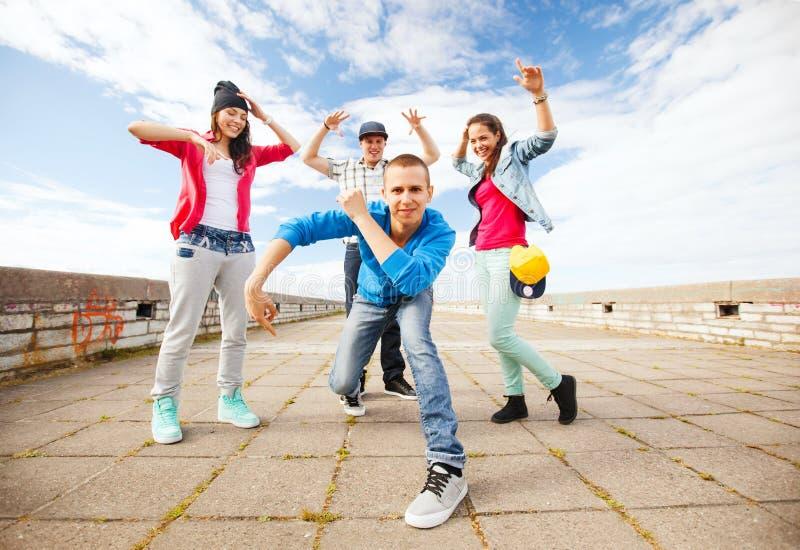 Groupe de danse d'adolescents images stock