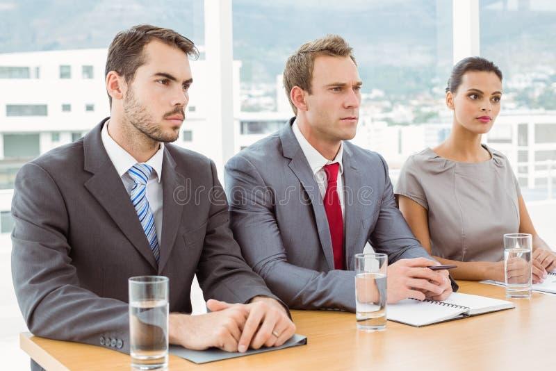 Groupe de dirigeants de personnel d'entreprise dans le bureau images libres de droits