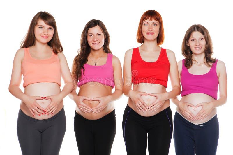 Groupe de femmes enceintes de sourire s'asseyant sur photo libre de droits