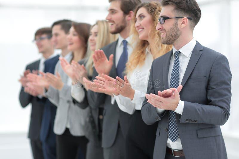 Groupe de gens d'affaires applaudissant d'isolement image libre de droits