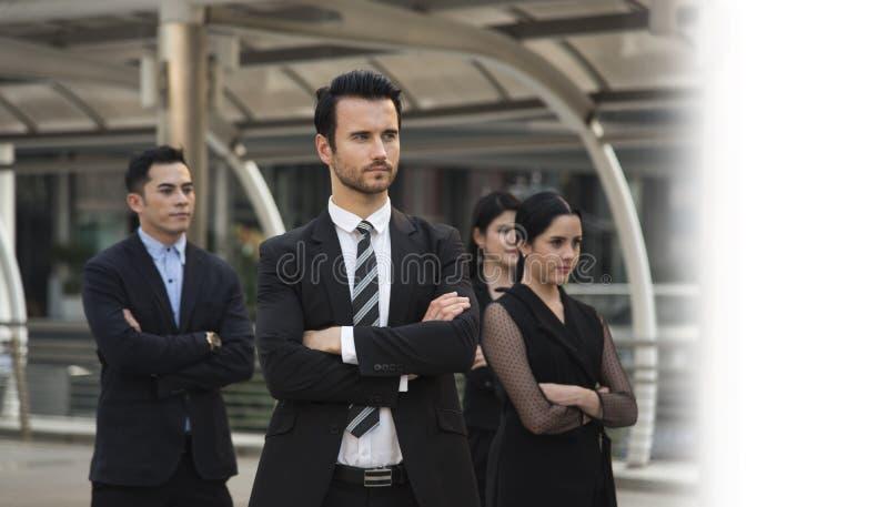 Groupe de gens d'affaires avec l'homme d'affaires pour la direction Concep image stock