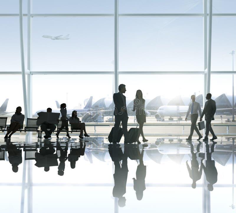 Groupe de gens d'affaires dans l'aéroport images libres de droits