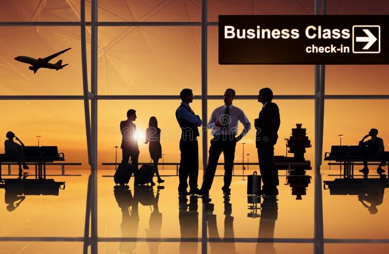 Groupe de gens d'affaires dans l'aéroport photographie stock libre de droits
