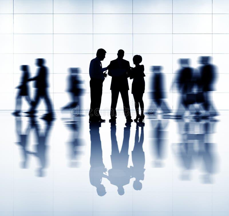 Download Groupe De Gens D'affaires De Se Réunir Photo stock - Image du grand, businesswoman: 45365426