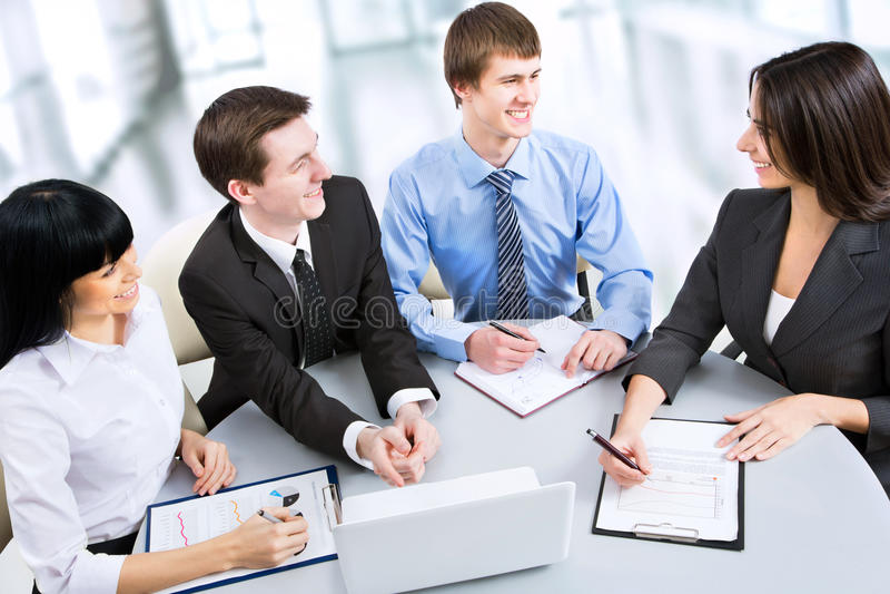 Groupe de gens d'affaires heureux image libre de droits