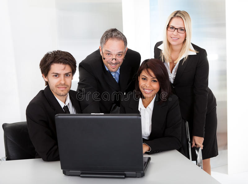 Groupe de gens d'affaires lors du contact photographie stock libre de droits