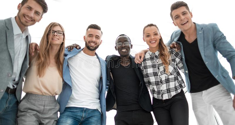 Groupe de gens d'affaires multi-ethniques sûrs dans le bureau photos libres de droits