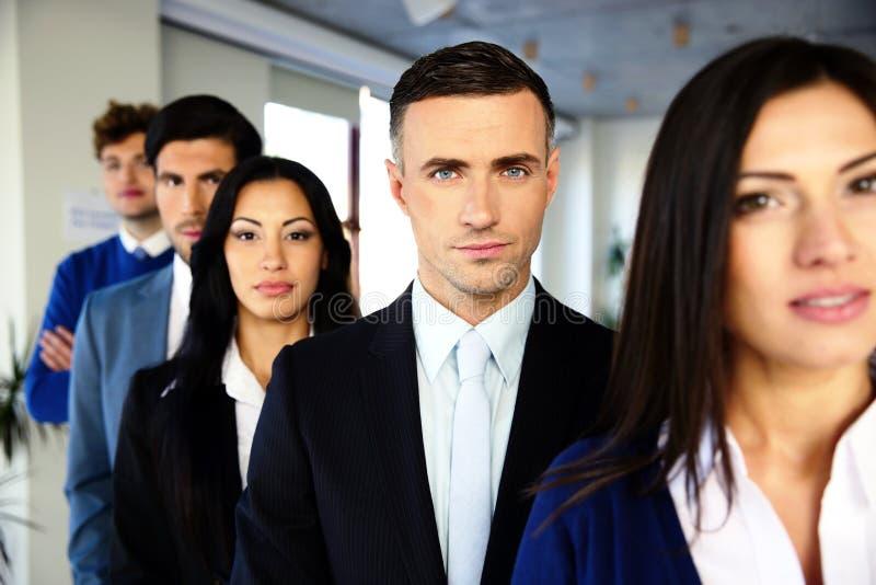 Groupe de gens d'affaires sérieux photos stock
