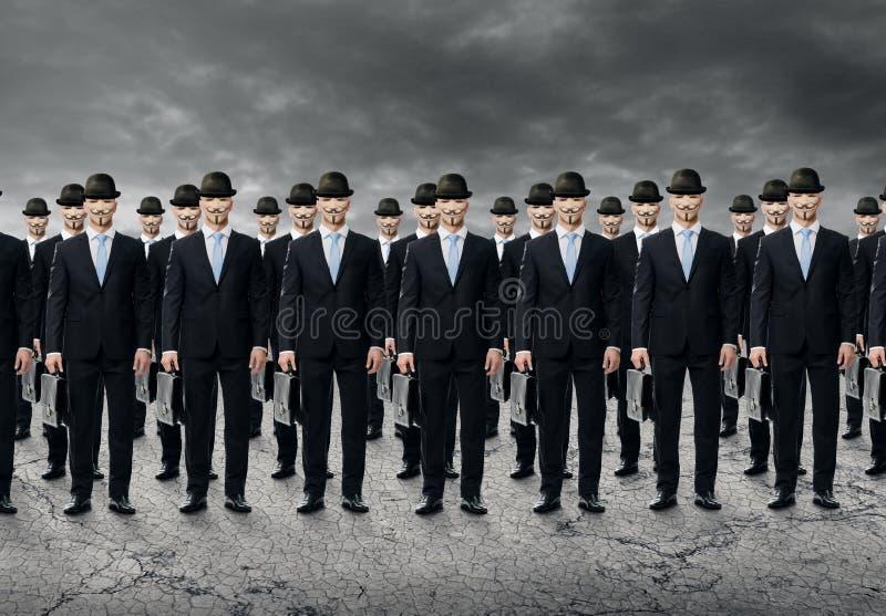 Groupe de gens d'affaires se tenant dans un cru photo stock