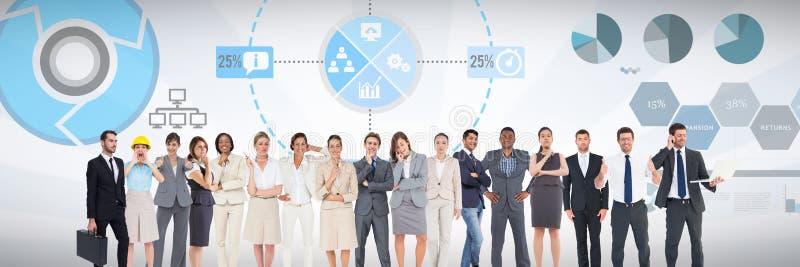 Groupe de gens d'affaires se tenant devant le fond de diagrammes de représentation de statistiques illustration de vecteur