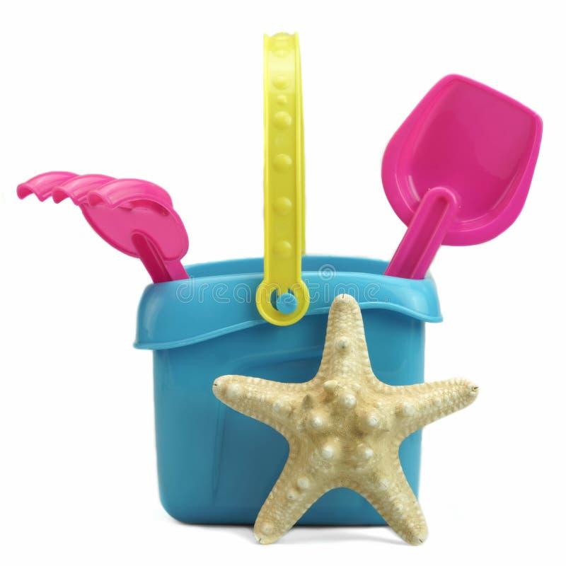 Groupe de jouets de plage sur le blanc image libre de droits