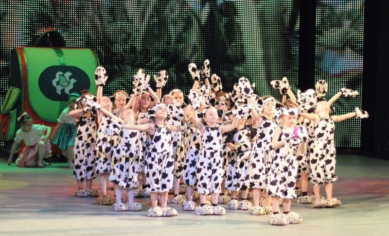 Groupe de la danse des enfants photos stock