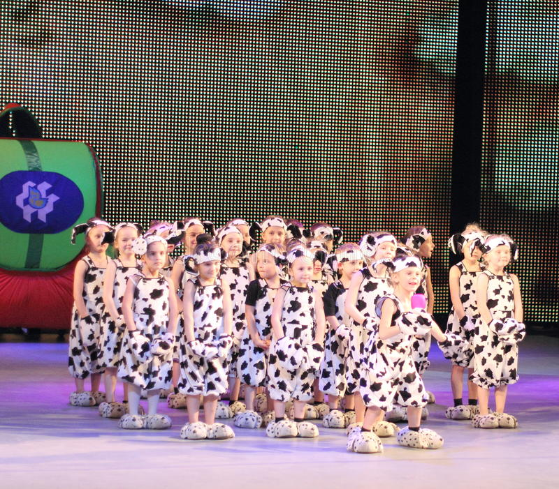 Groupe de la danse des enfants photographie stock libre de droits