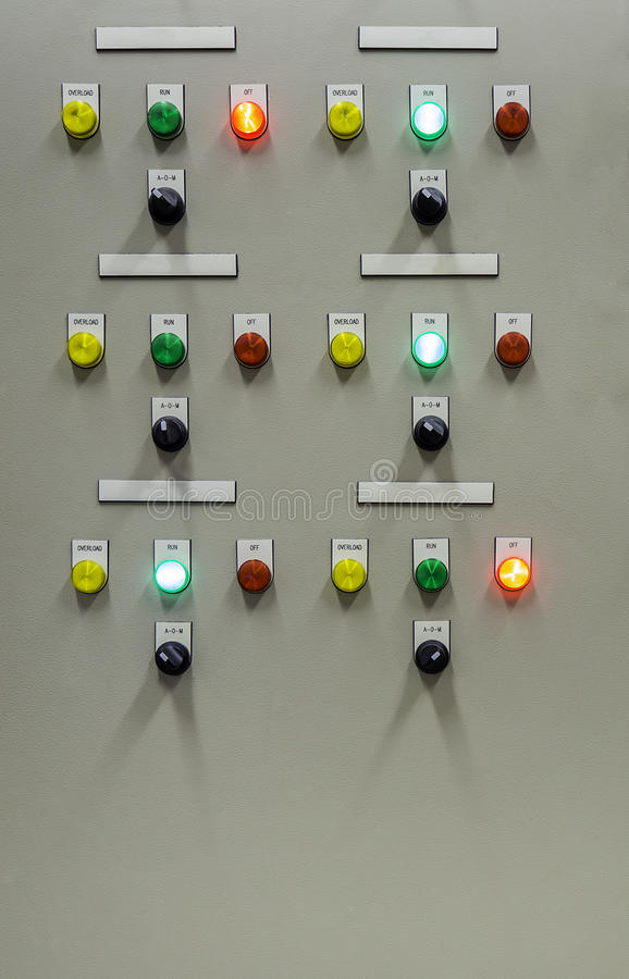Groupe de lumière d'indicateur sur le panneau de commande électrique photo stock