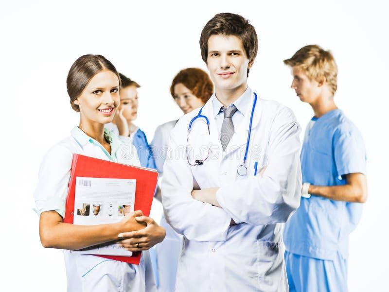 Groupe de médecins de sourire sur le fond blanc images stock