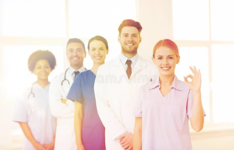 Groupe de médecins et d'infirmières à l'hôpital photo libre de droits