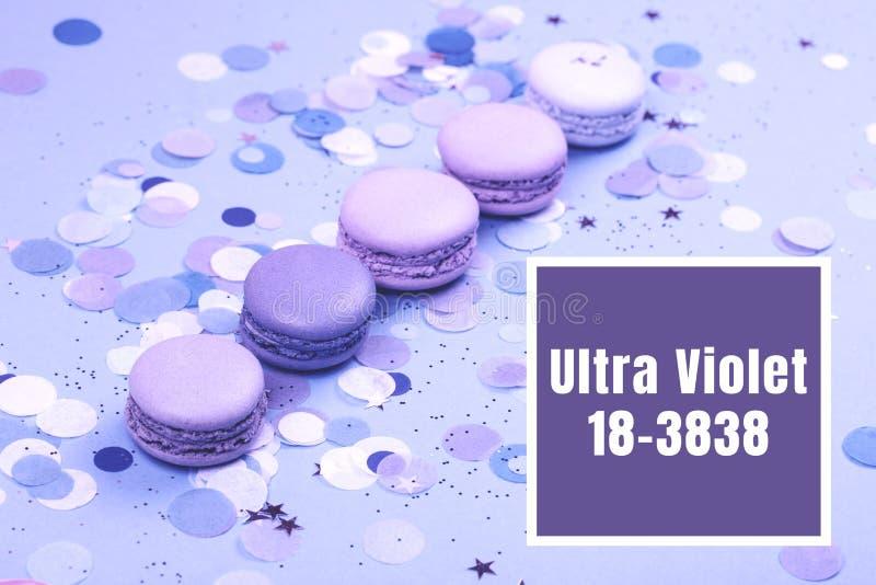 Groupe de macarons ultra-violets photos stock