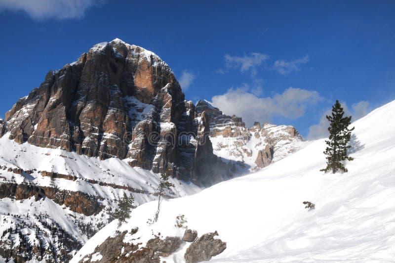 Groupe de montagne de Tofane, Tofana di Mezzo, Tofana di Dentro, Tofana di Rozes, dolomites, ` Ampezzo, Italie de Cortina d image stock