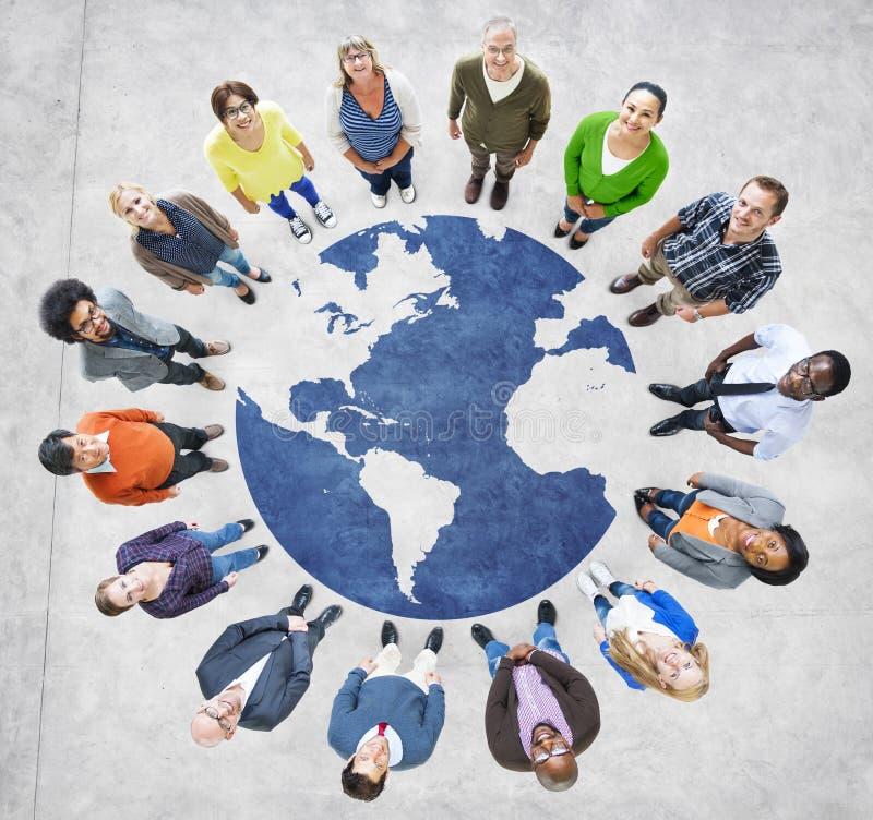 Groupe de personnes à travers le monde de Muliethnic photos libres de droits