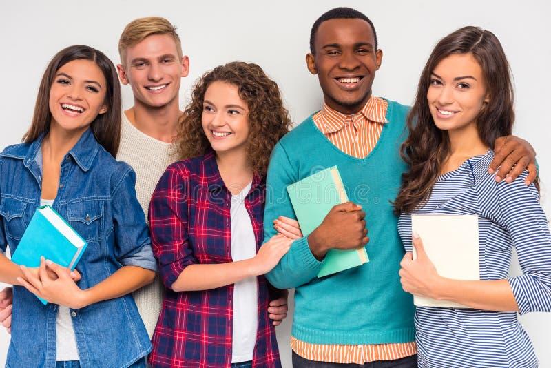 Groupe de personnes étudiantes images stock