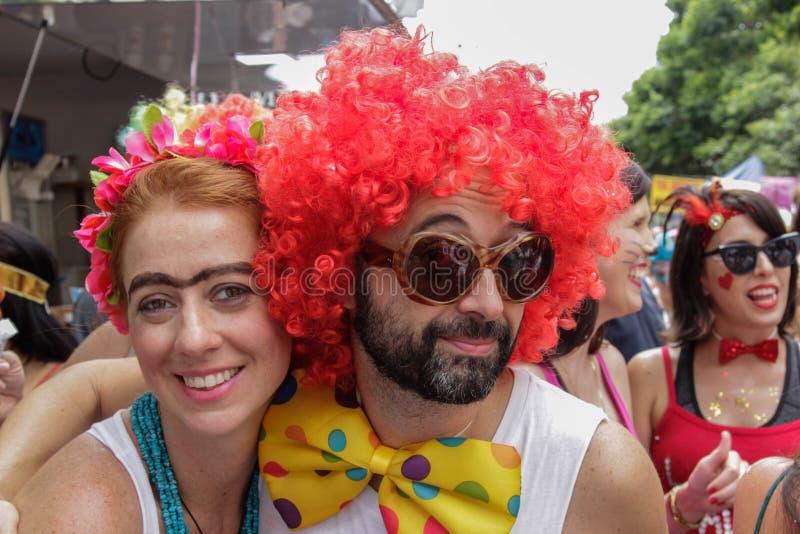 Groupe de personnes célébrant le carnaval brésilien photos stock