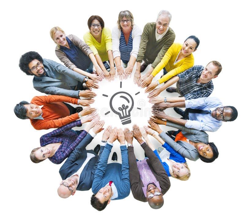 Groupe de personnes divers multi-ethnique en cercle photo libre de droits
