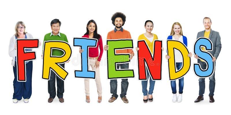 Groupe de personnes diverses tenant des amis de Word illustration de vecteur