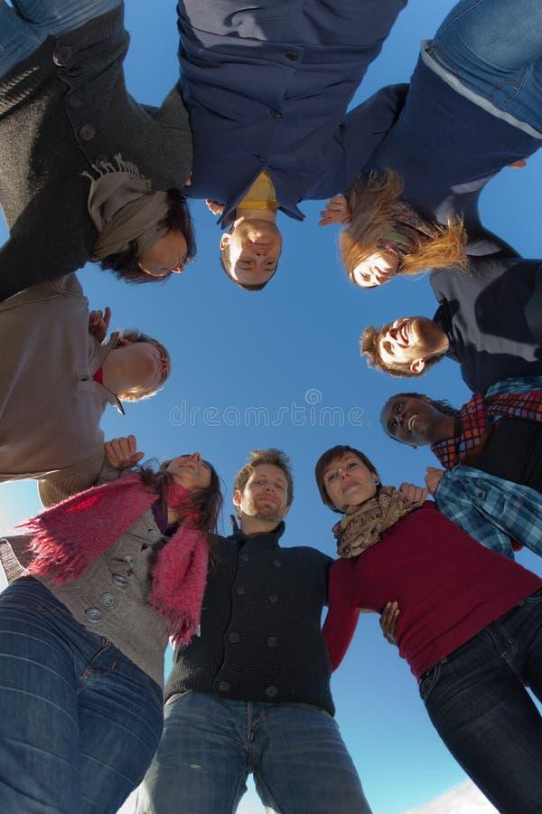 Groupe de personnes en cercle images stock