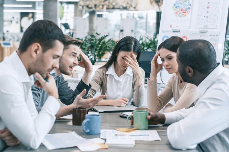 Groupe de personnes le concept de travail d'équipe de réunion d'affaires photo stock