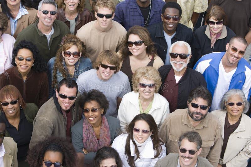 Groupe de personnes lunettes de soleil de port image stock