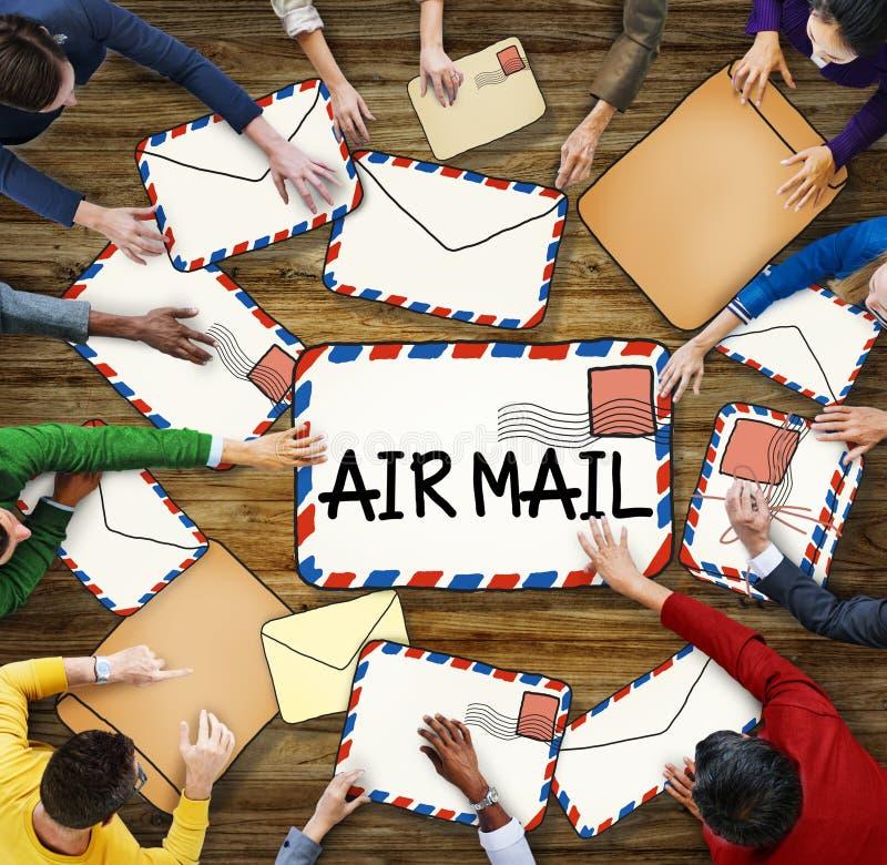 Download Groupe De Personnes Multi-ethnique Avec Le Concept De La Poste Aérienne Illustration Stock - Illustration du courrier, email: 45369000