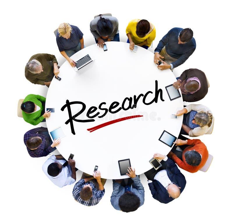 Groupe de personnes multi-ethnique et concepts de recherches photographie stock libre de droits