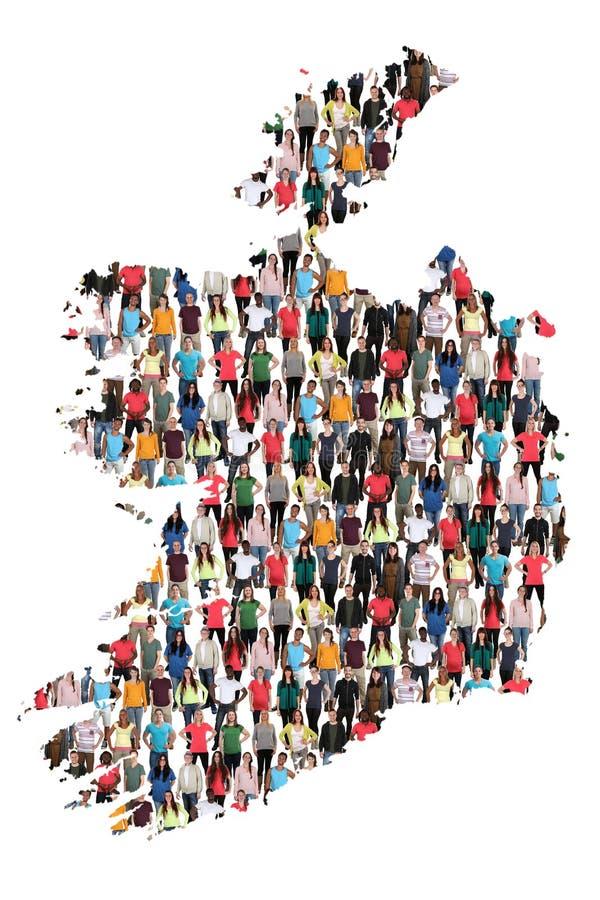 Groupe de personnes multiculturel de carte de l'Irlande immigratio d'intégration photographie stock