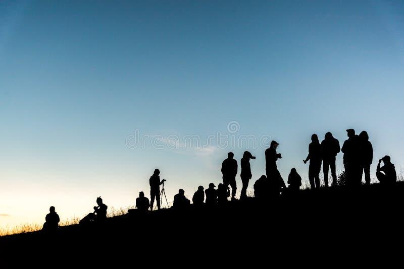 Groupe de personnes sur la montagne maximale image stock