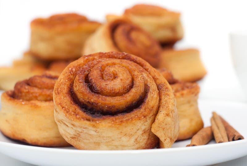 Groupe de petits pains de cannelle images libres de droits