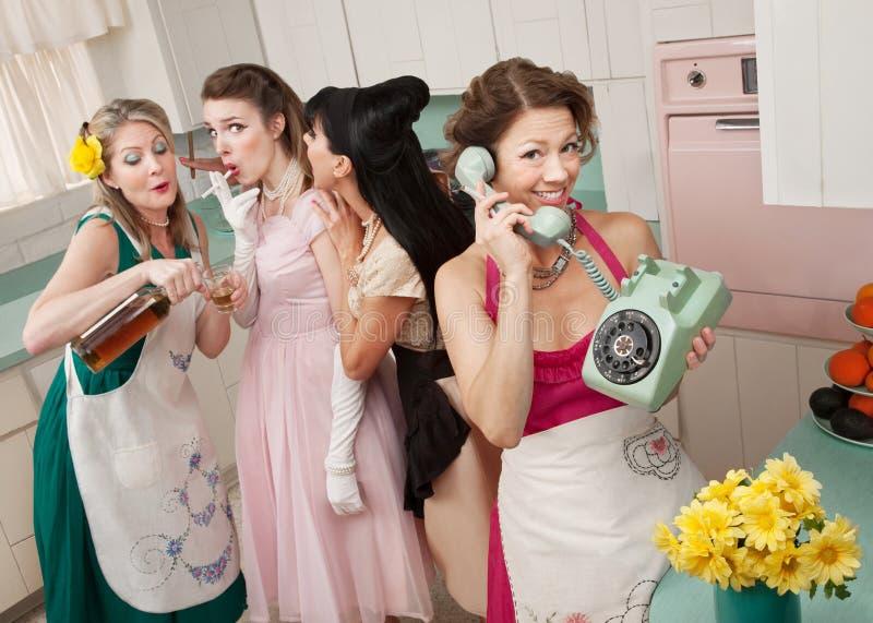 Groupe de rétro femmes au foyer image stock