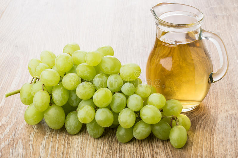 Uvas en el cuenco de cristal Stock Image - Image du In, Grapes: 32147305