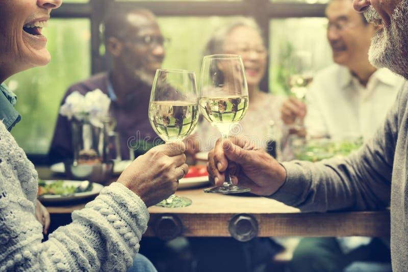 Groupe de rassemblement supérieur de retraite vers le haut de concept de bonheur photographie stock
