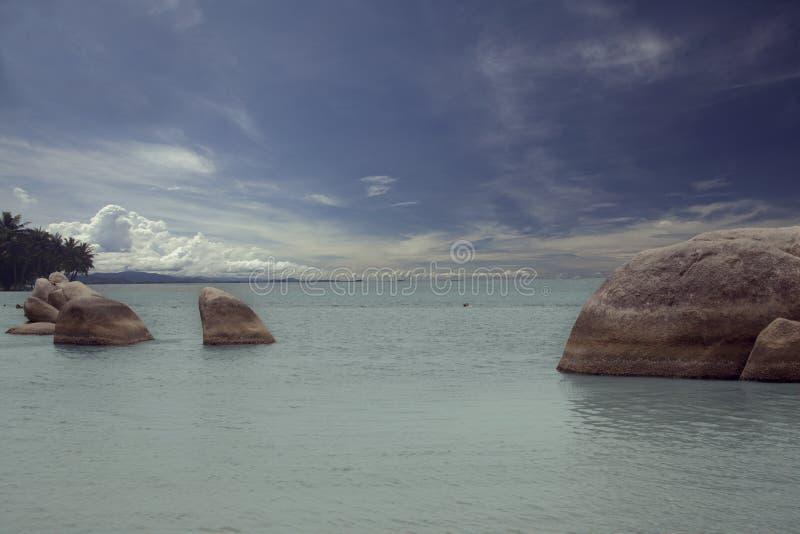 Groupe de roches sur la plage photographie stock