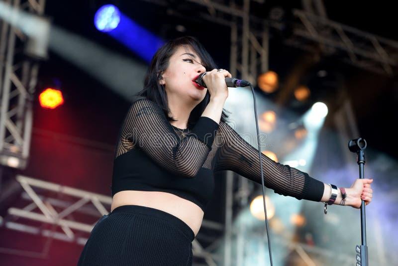 Groupe de rock américain de filles de Dum Dum de Los Angeles de concert au bruit 2014 de Heineken Primavera photo libre de droits