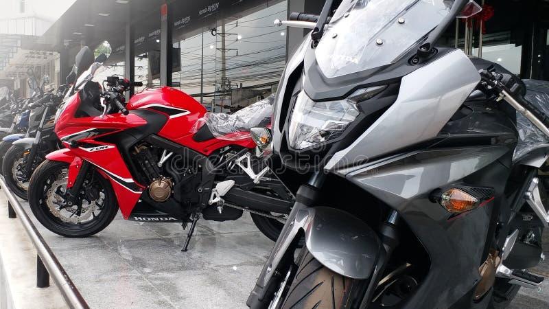 Groupe de stationnement superbe de moto de sport de Honda dans la salle d'exposition, Bangkok Thaïlande le 26 avril 2018 photo libre de droits