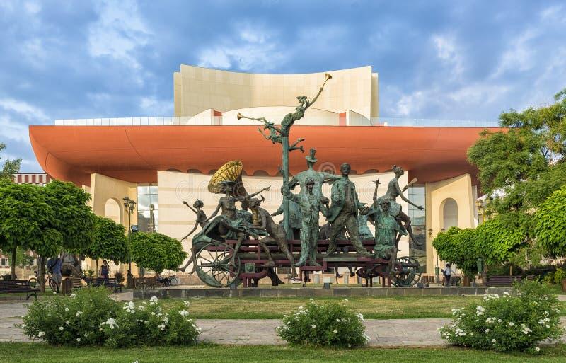 Groupe de statues de comédie devant le théâtre national Bucarest photo libre de droits