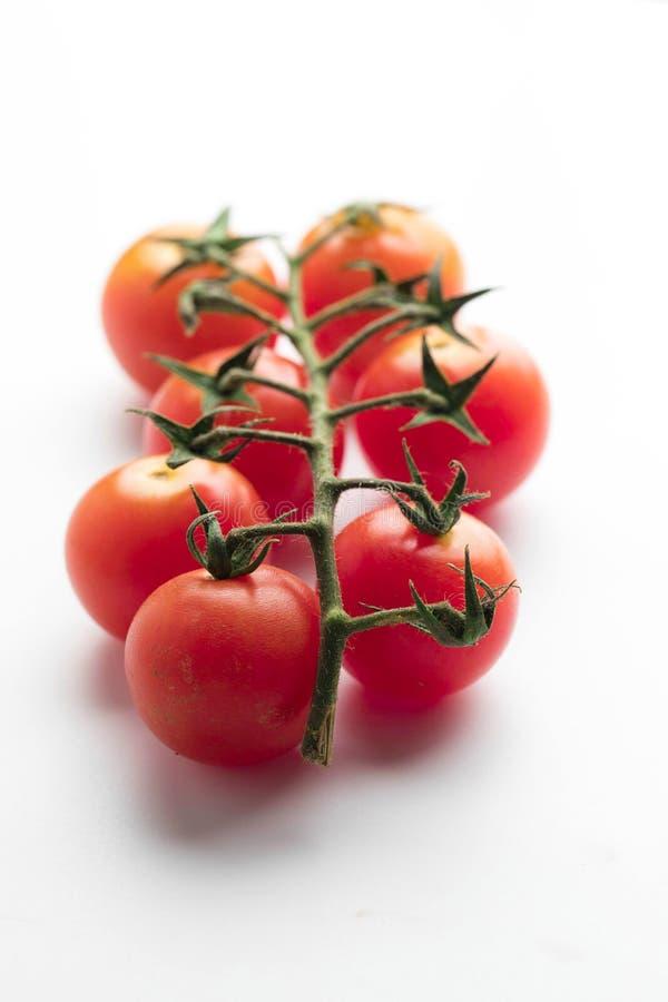 Groupe de tomate-cerise fraîche sur le fond blanc photographie stock libre de droits