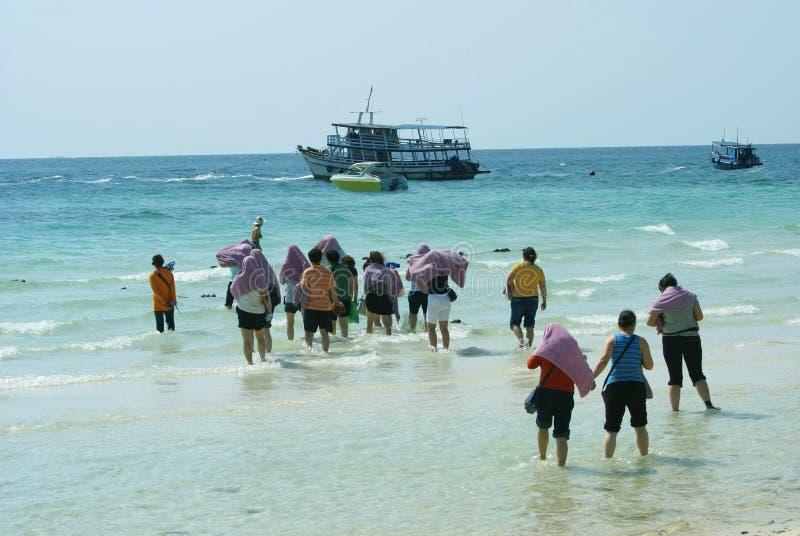Groupe de touristes laissant LAN de Ko, hae de KOH, Coral Island, Pattaya, Thaïlande, Asie image stock