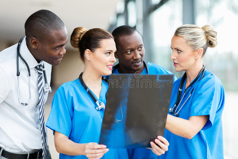 Groupe de travailleurs médicaux photo stock