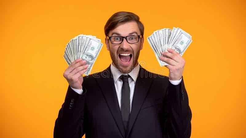 Groupe excit? d'apparence d'homme de dollars, projet d'investissement r?ussi, argent image libre de droits